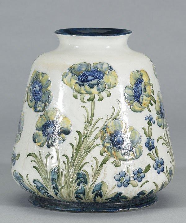 1019: Moorcroft Macintyre Florian Vase, c.1903-04