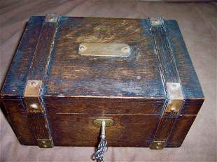 ANTIQUE OAK POCKER CHIP BOX BRASS DECORATIONS & KEYS