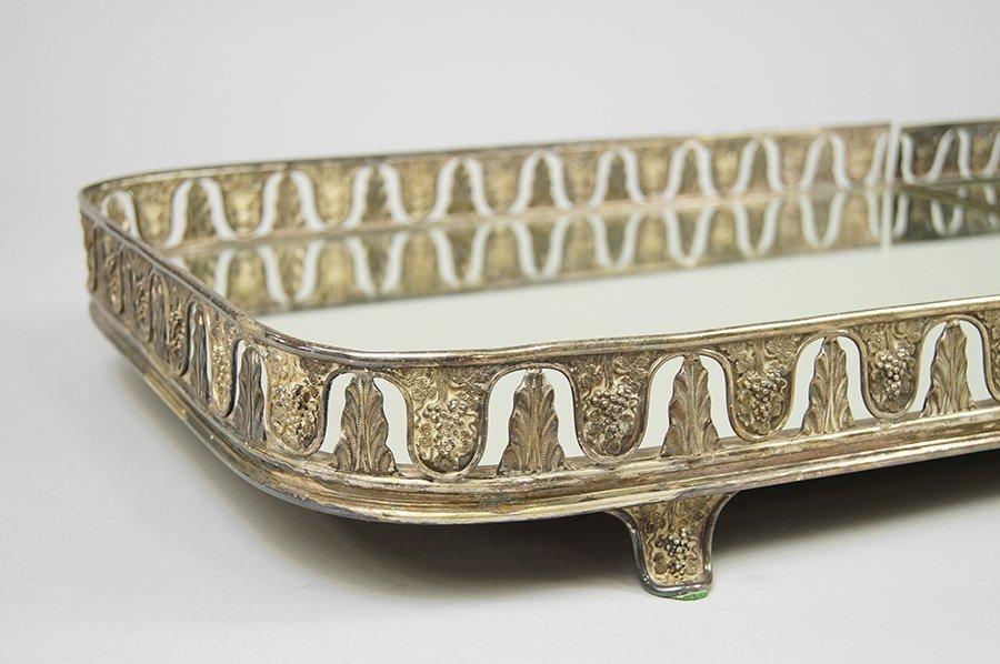 A Regency Style Silverplate Mirrored Sur Toute la Table - 2
