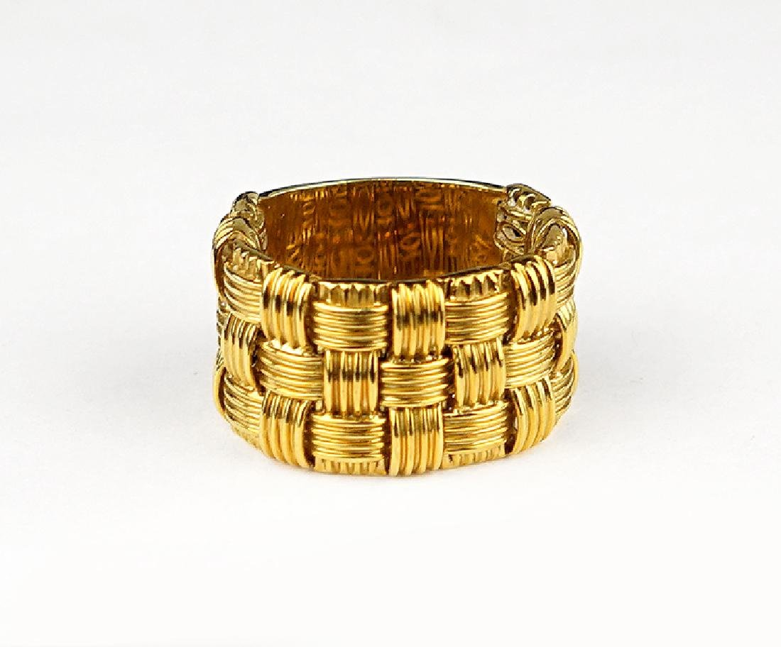 A Roberto Coin 18 Karat Yellow Gold Ring.
