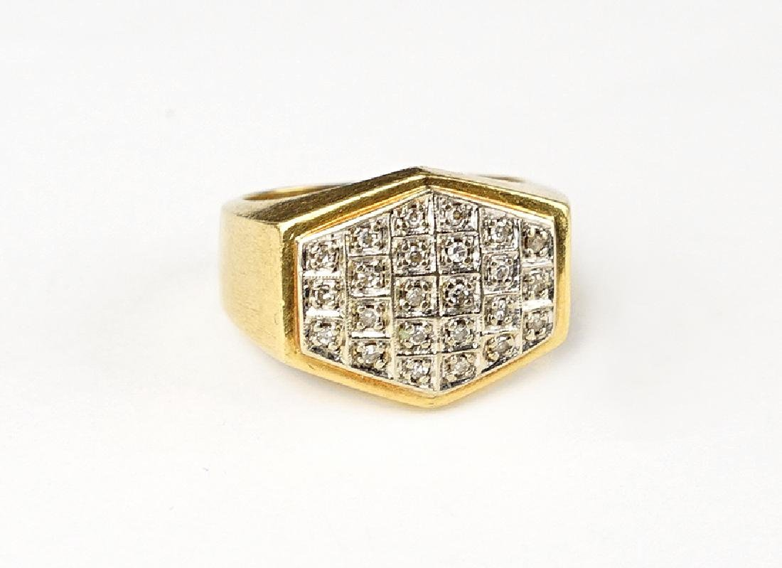 A Man's Diamond and 18 Karat Gold Ring.