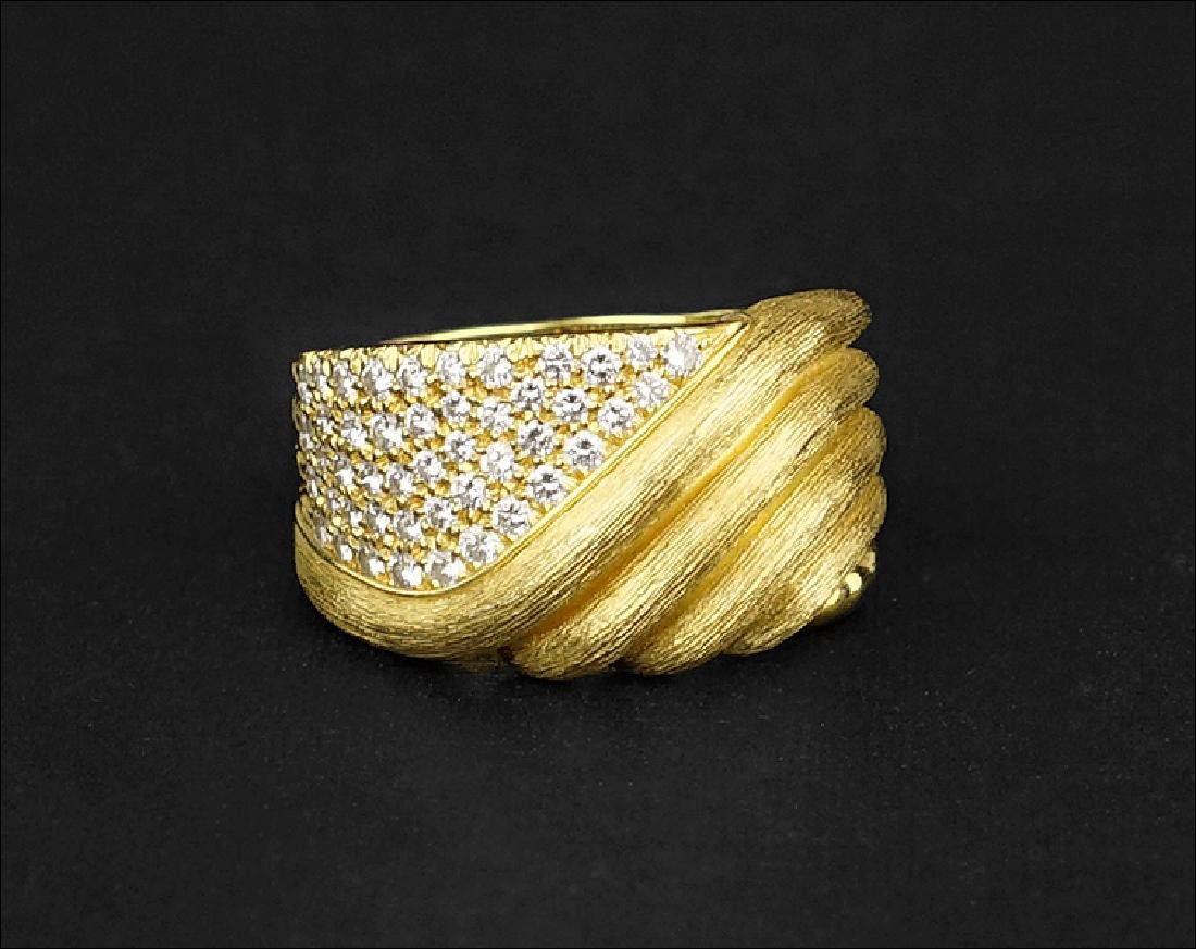 A Henry Dunay Diamond and 18 Karat Yellow Gold Ring.