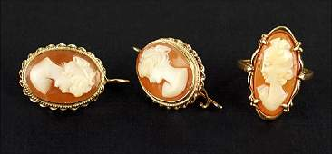 A Pair of Shell Cameo and 14 KArat Yellow Gold Wireback