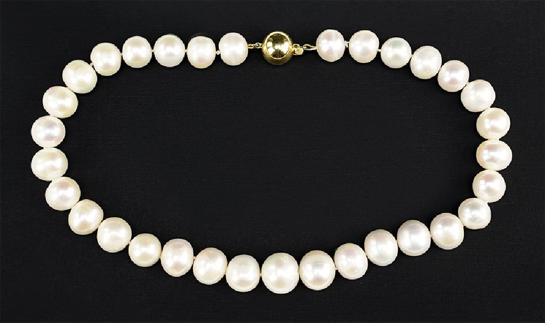 A Graduated Pearl Necklace.