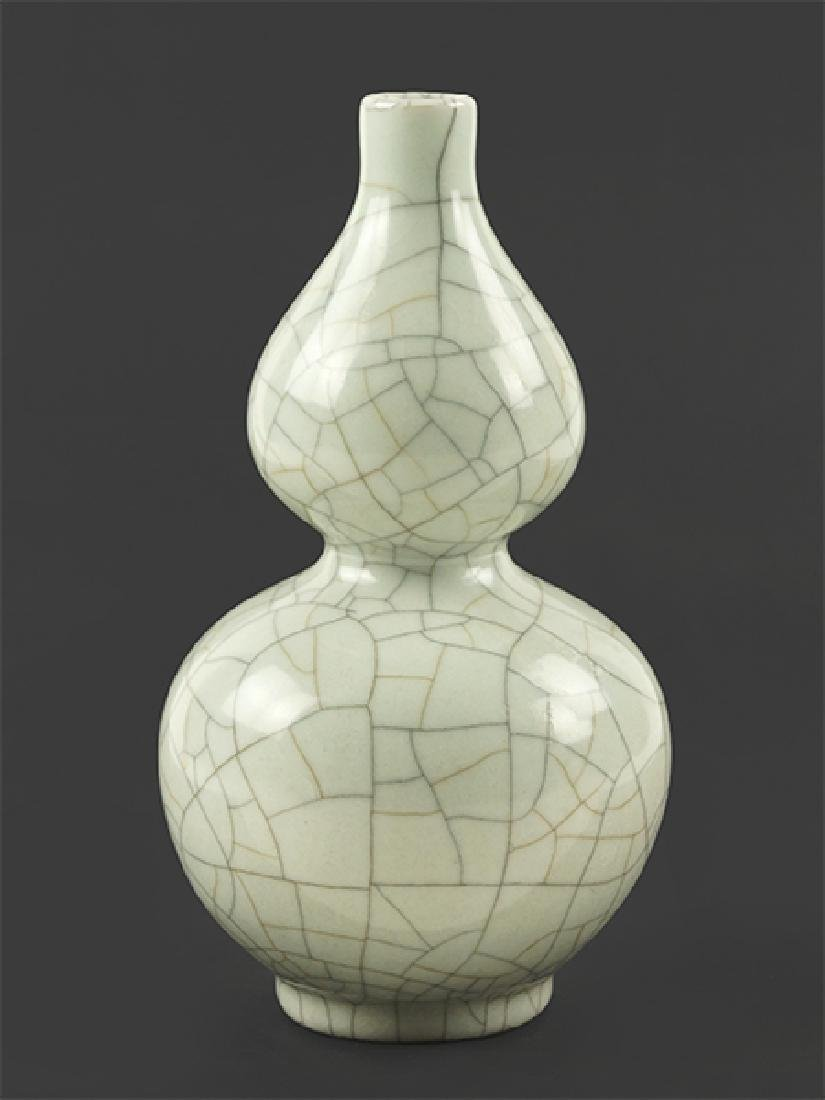 A Chinese Crackle Glaze Double Gourd Vase.