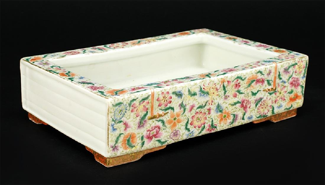 A Chinese Famille Rose Porcelain Brush Washer.