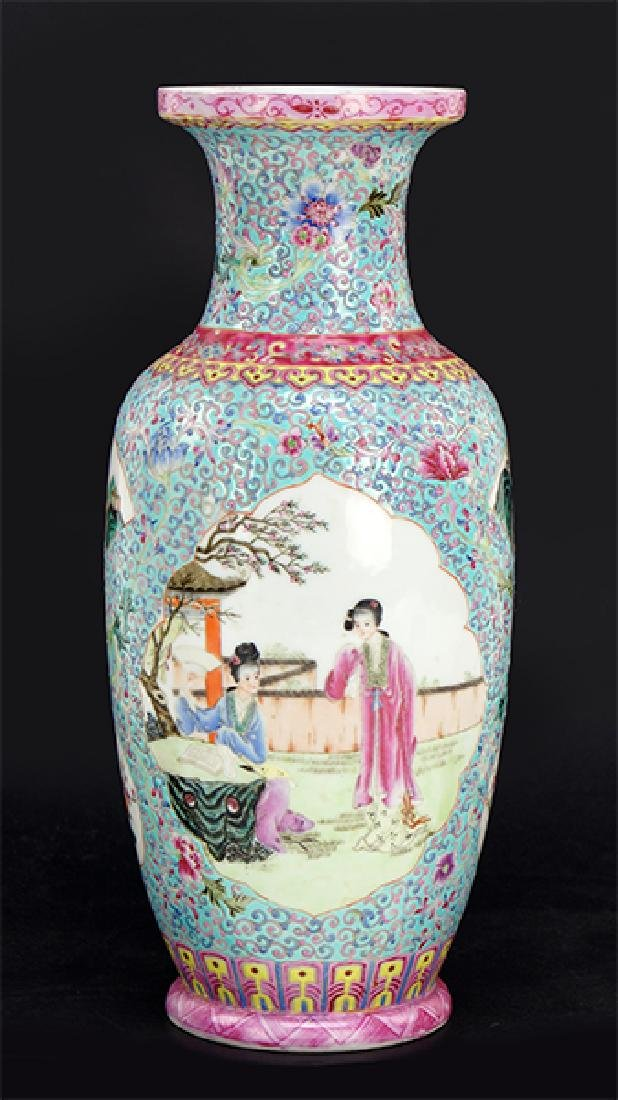 A Chinese Export Porcelain Vase.