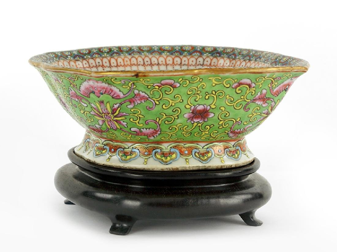 A Chinese Export Porcelain Bowl.
