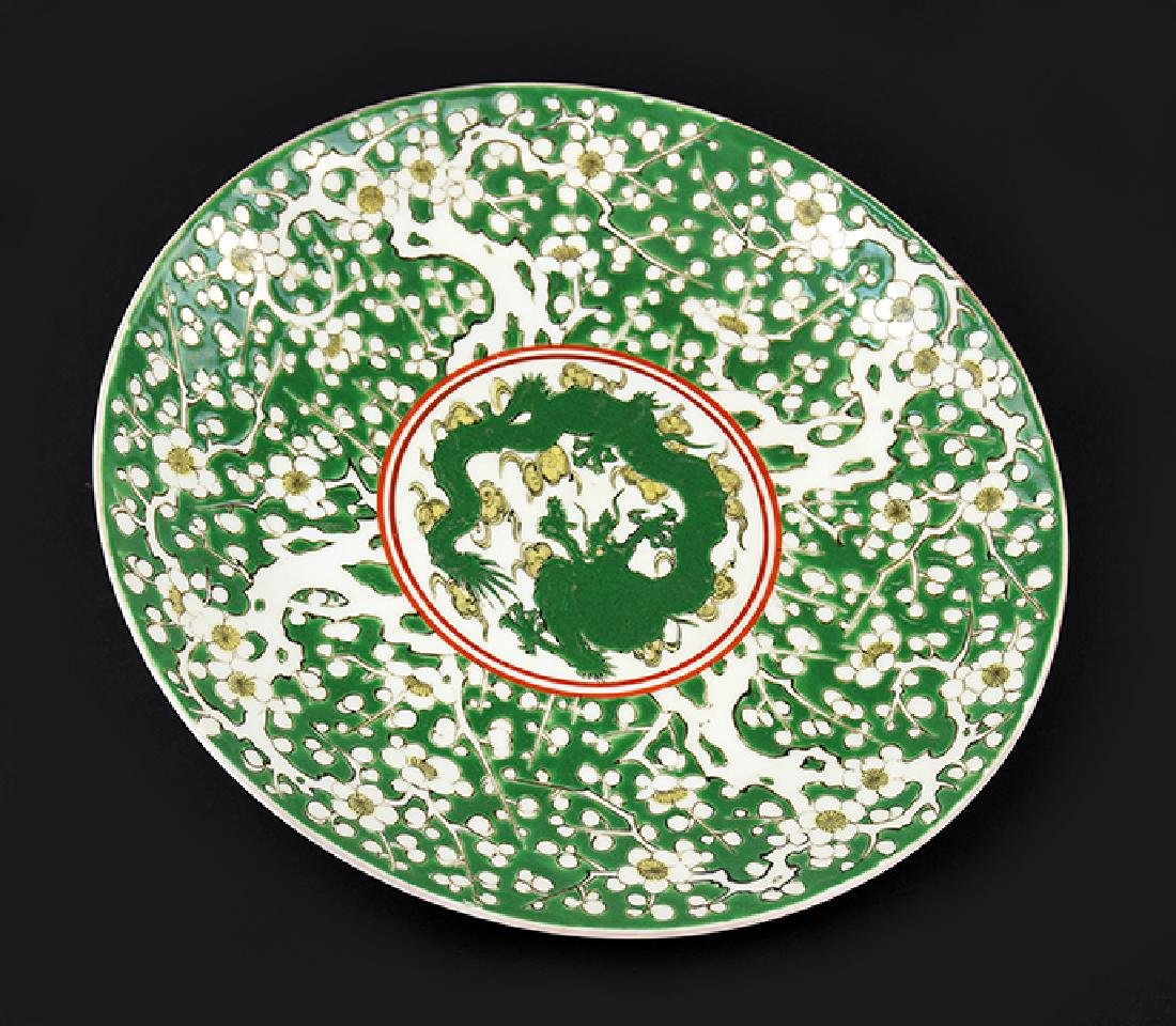 A Chinese Export Porcelain Charger.