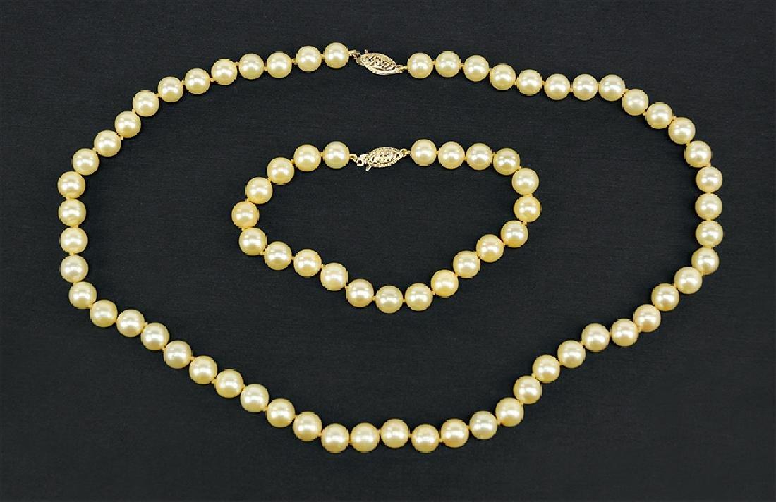 A Cultured Pearl Demi-Parure.