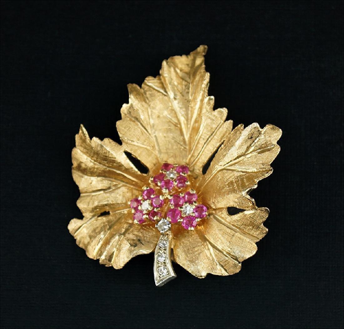 A 14 Karat Yellow Gold Leaf Brooch.