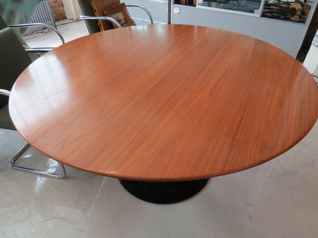 An Eero Saarinen for Knoll 'Tulip' Table. - 2