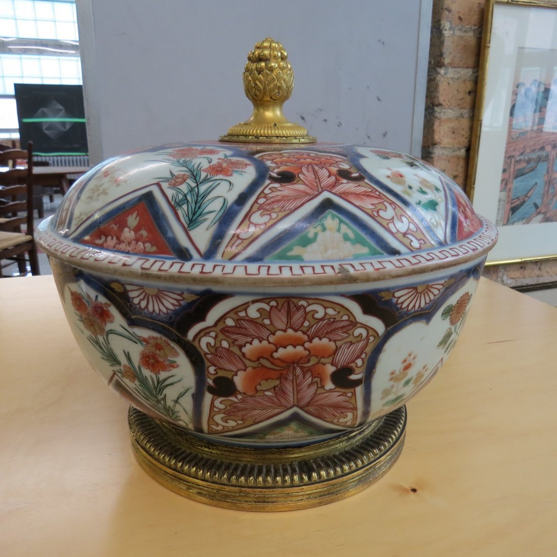 An 18th Century Chinese Imari Porcelain Tureen. - 2