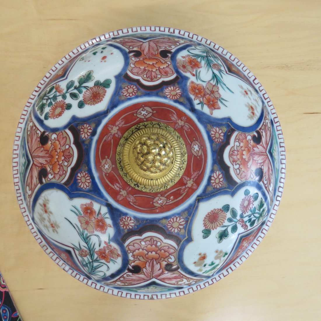 An 18th Century Chinese Imari Porcelain Tureen. - 3