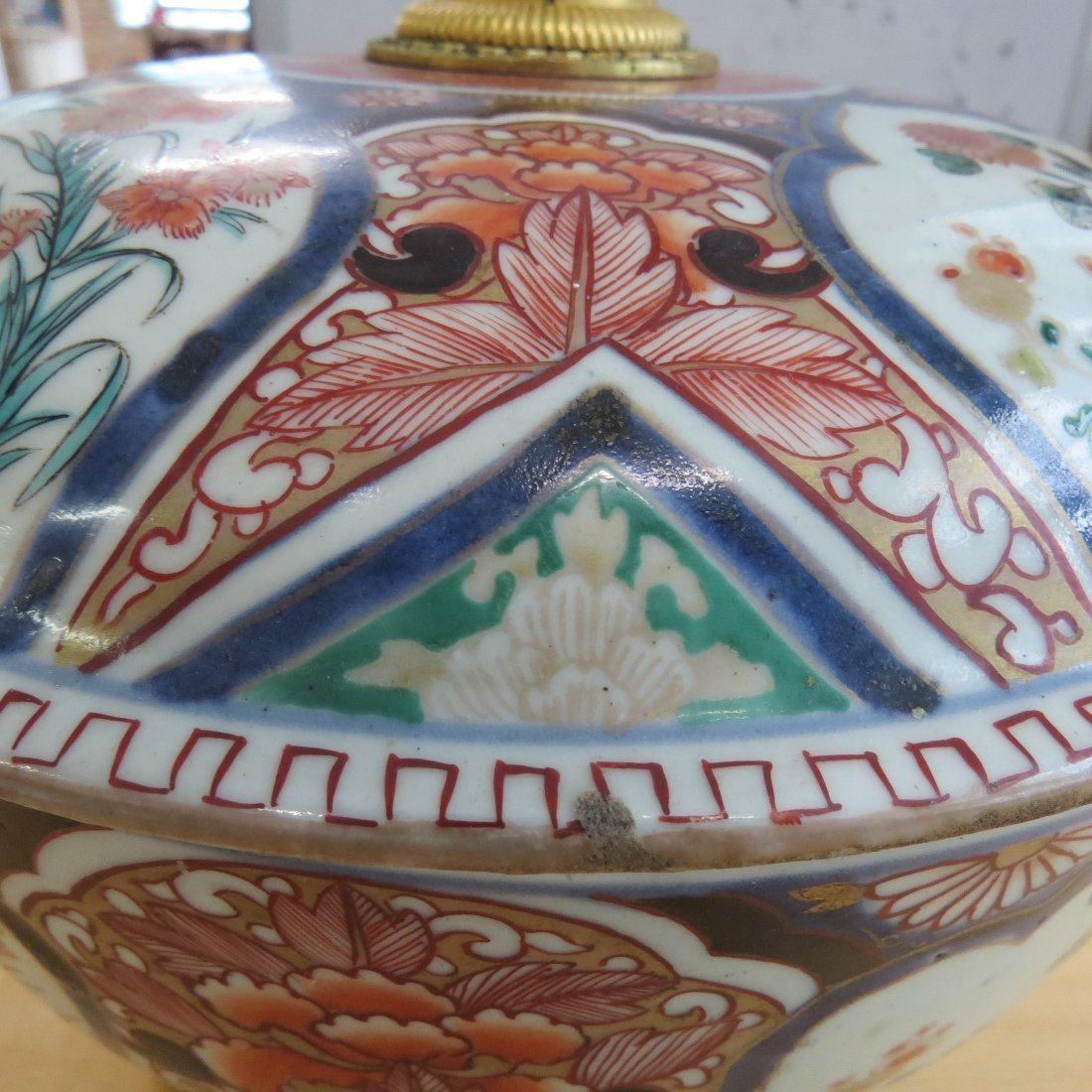 An 18th Century Chinese Imari Porcelain Tureen. - 5