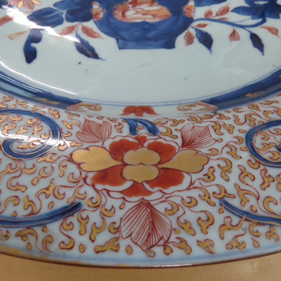 A 17th Century Japanese Imari Porcelain Charger. - 4