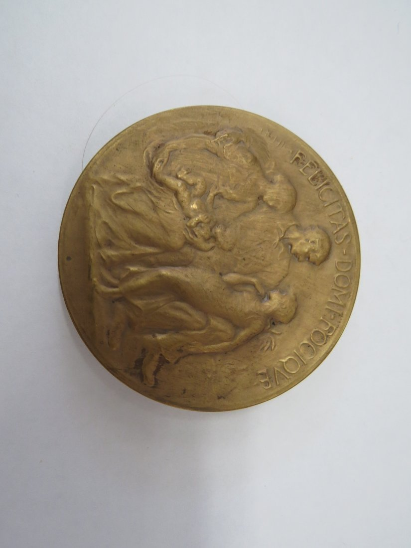 A Set of Cast Bronze Medals Issued by The Circle of - 7