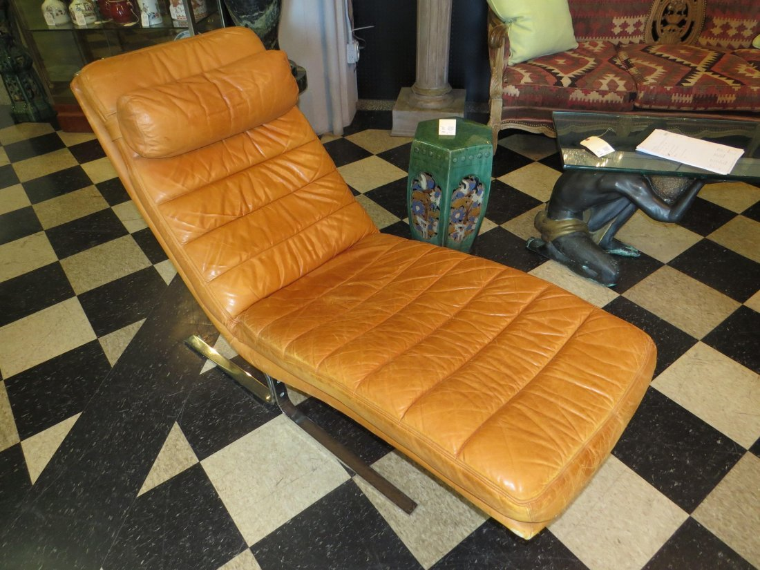 A Walter Knoll for Brayton Leather Chaise Longue. - 2