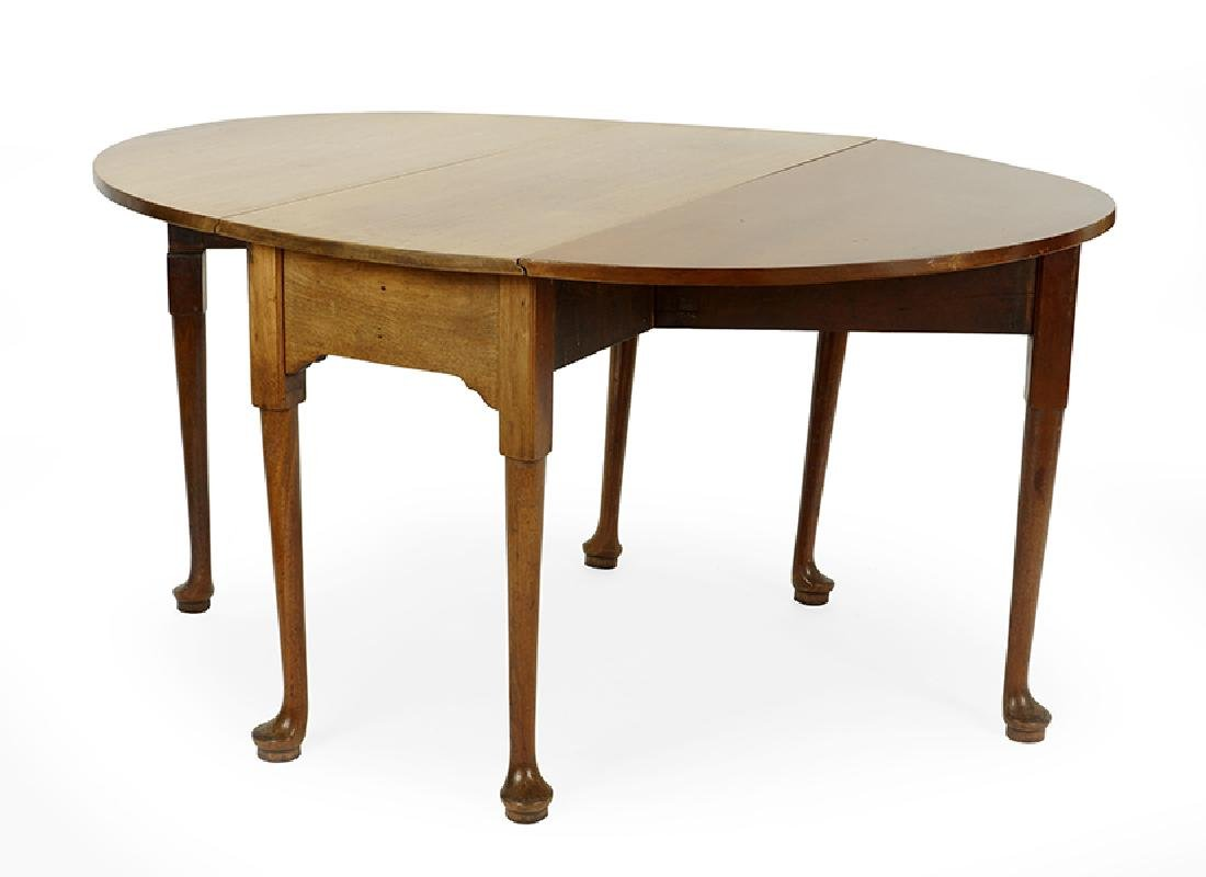 A Queen Anne Style Drop Leaf Table. - 2