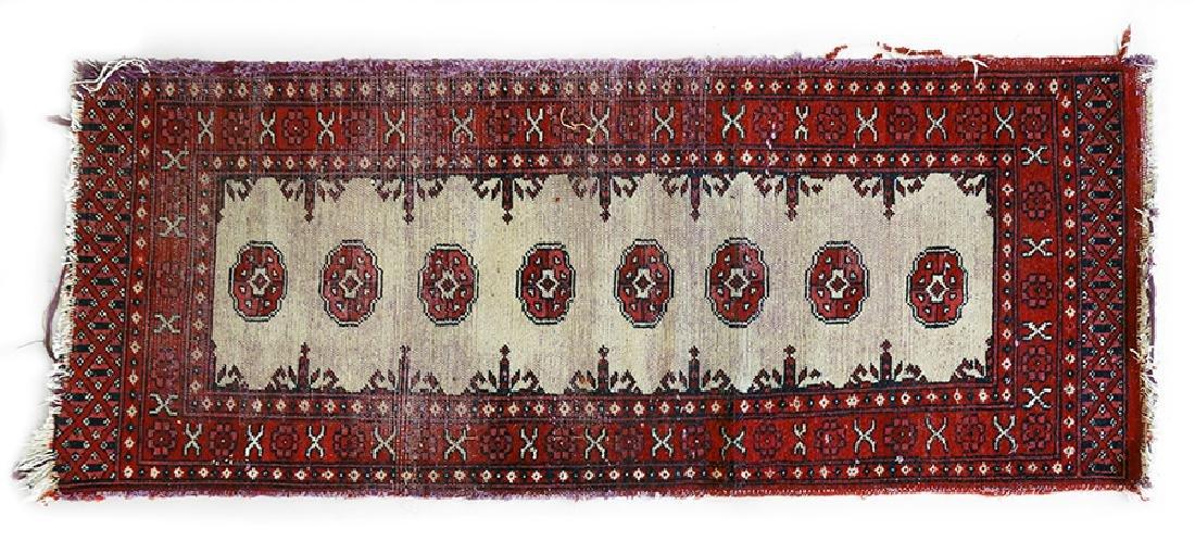 A Persian Wool Rug. - 3