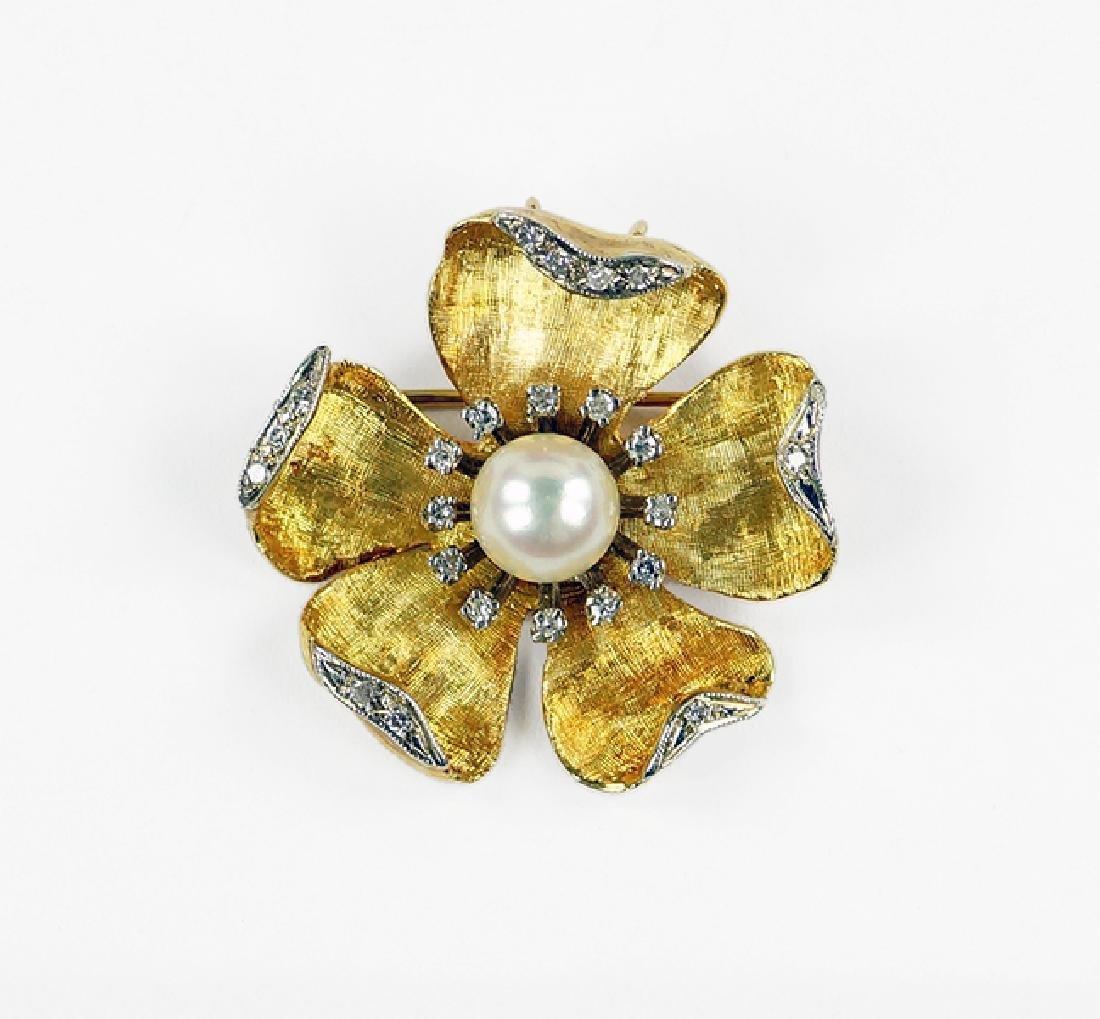A Pearl and Diamond Brooch / Pendant.
