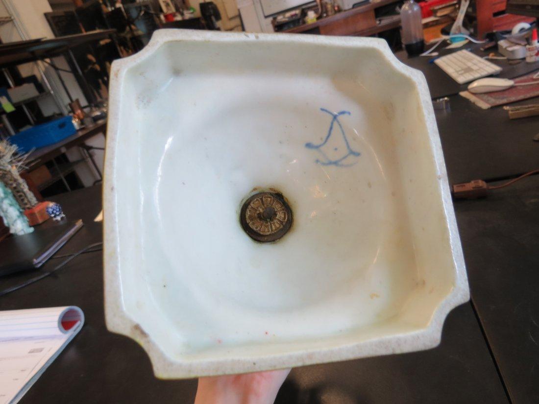 A Pair of Porcelain Urns. - 4
