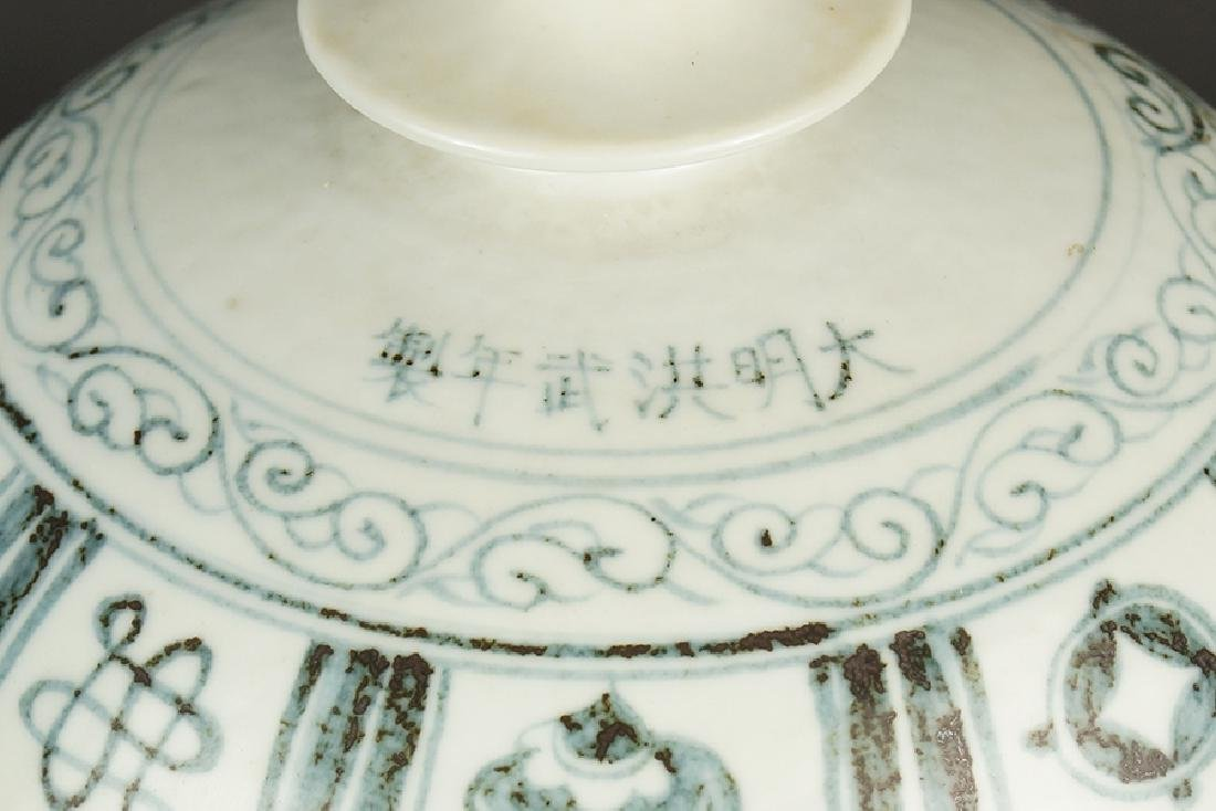 A Chinese Grisaille Decorated Porcelain Vessel. - 2