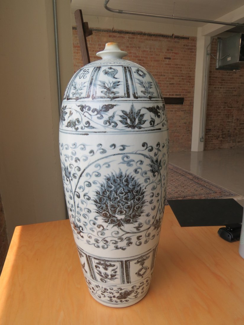 A Chinese Grisaille Decorated Porcelain Vessel. - 3