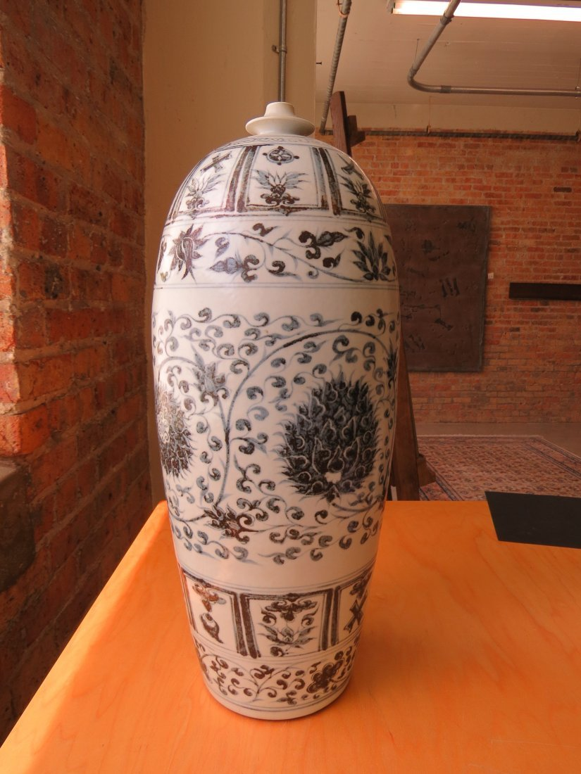 A Chinese Grisaille Decorated Porcelain Vessel. - 8