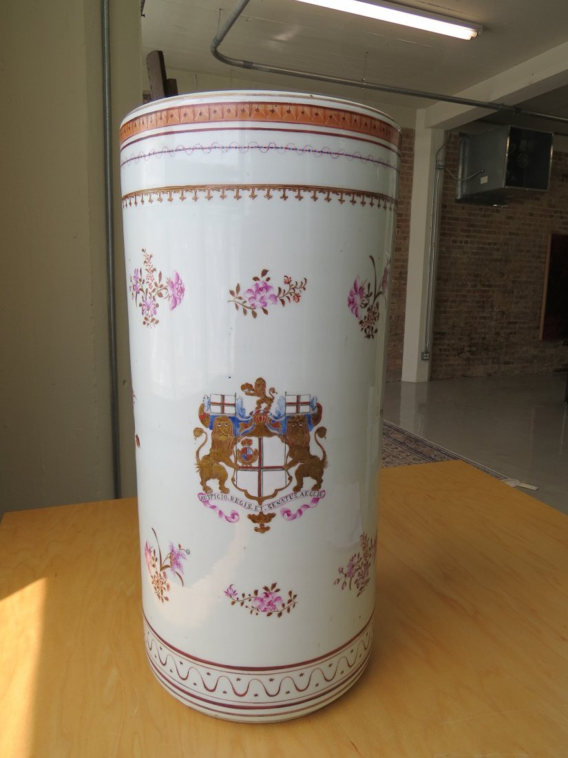 A Chinese Export Porcelain Umbrella Stand. - 2