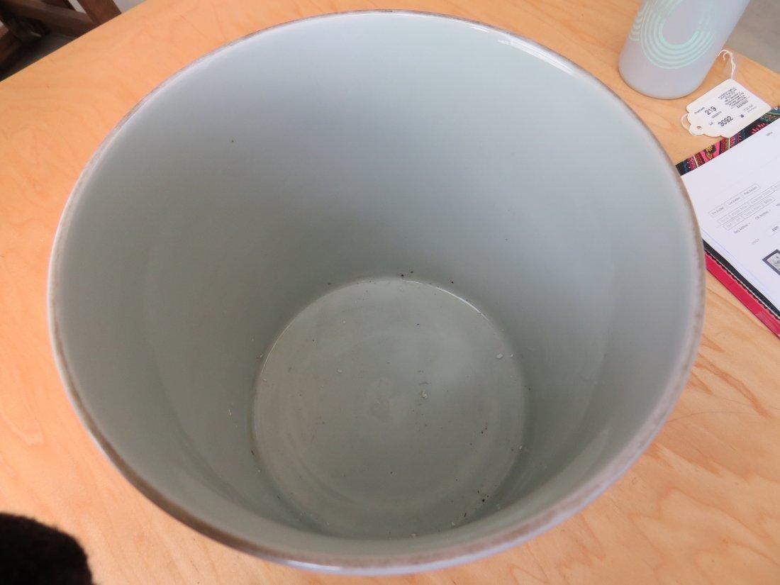 A Chinese Famille Verte Porcelain Brush Pot. - 7