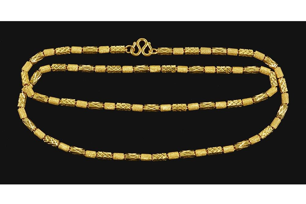 A Chinese 22 Karat Yellow Gold Necklace.