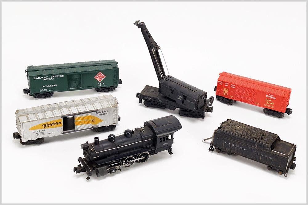 Lionel Engine 8976 and Lionel Cars.