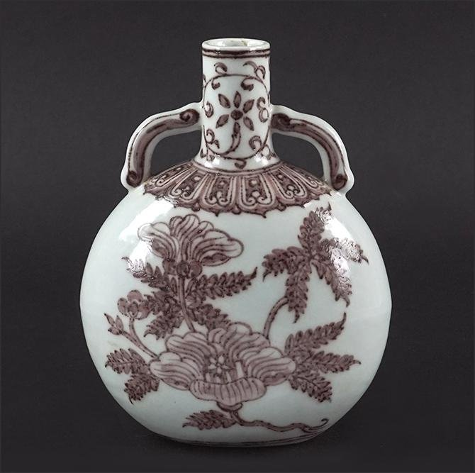A Chinese Porcelain Moon Flask Vase.