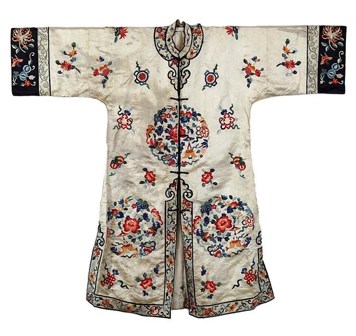 A Chinese Embroidered Silk Lady's Robe.