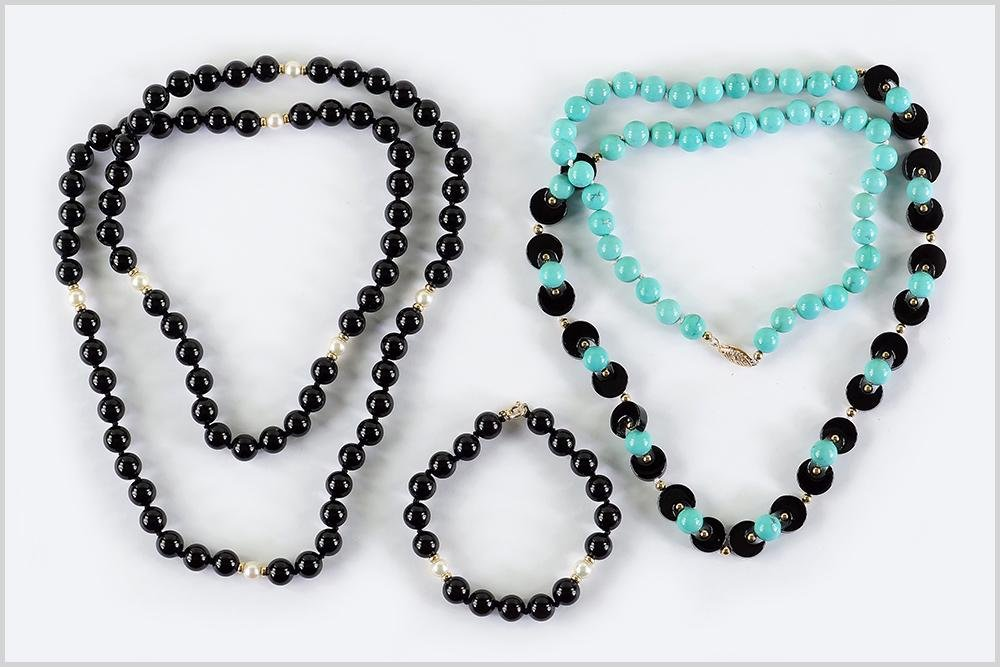 A Turquoise and Onyx Necklace.