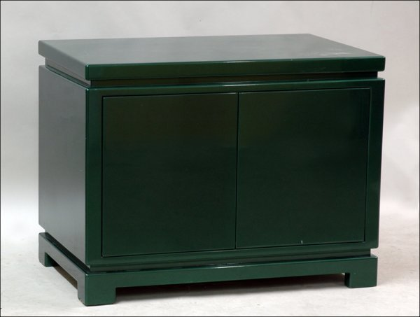 681005: GREEN LACQUER HYDRAULIC TV CABINET.