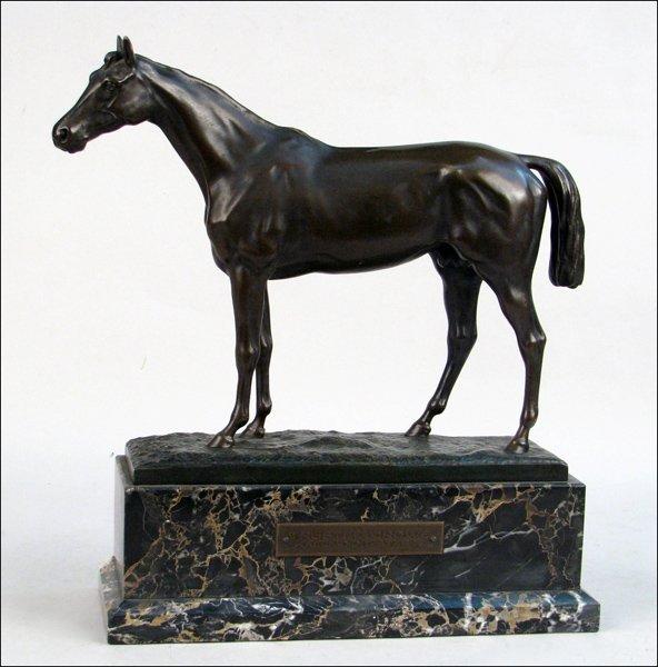 682220: EARLY TWENTIETH-CENTURY CAST BRONZE OF A HORSE.