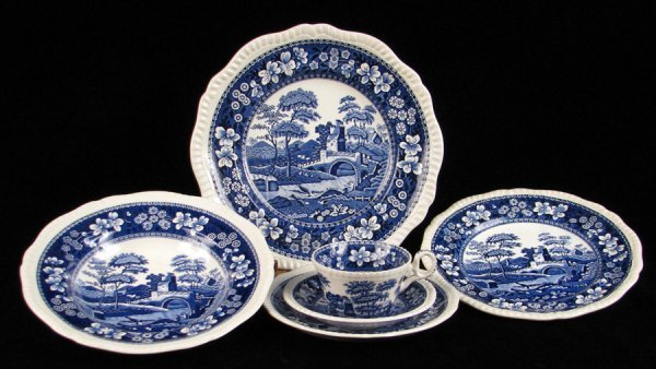 692009: SPODE DINNER SERVICE IN THE BLUE TOWER PATTERN.
