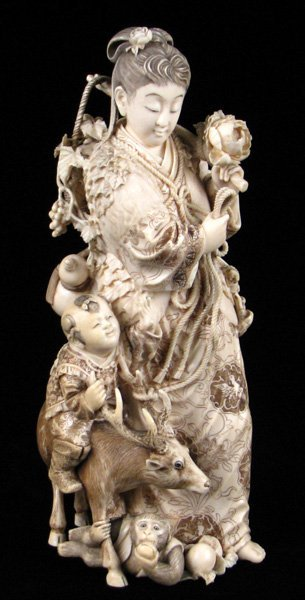 693134: JAPANESE CARVED IVORY FIGURE OF A MAIDEN.