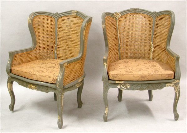 701012: PAIR OF FRENCH PROVINCIAL STYLE PAINTED WOOD AN