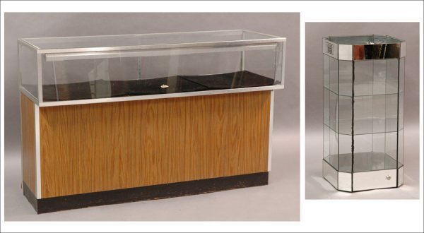711019: CONTEMPORARY LIGHTED JEWELRY CASE.