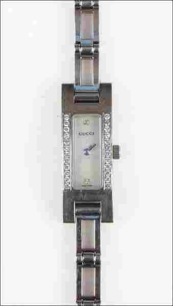 727041: GUCCI DIAMOND AND STAINLESS STEEL WATCH.