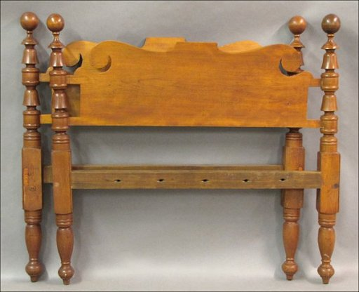 731184: ANTIQUE CANNONBALL BED