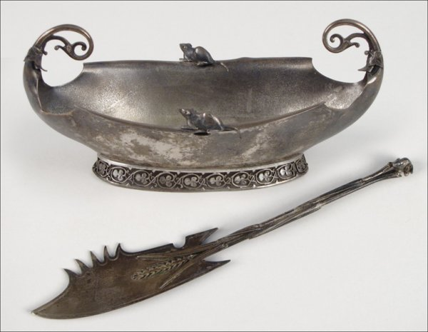 734043: GORHAM STERLING SILVER SAUCE BOAT WITH SCROLLED