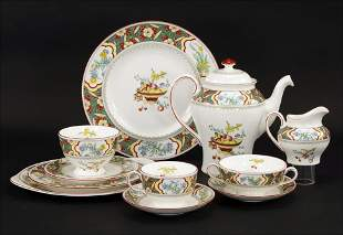 A Minton Porcelain Dinner Service in the Oriental