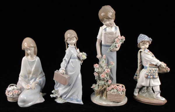 """752007: LLADRO PORCELAIN FIGURE OF """"ROSES FOR MY MOM"""" 5"""
