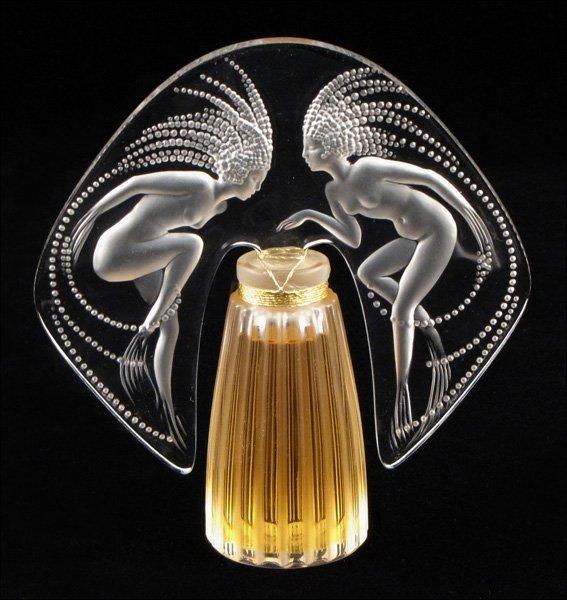 772076: LALIQUE GLASS PERFUME BOTTLE.