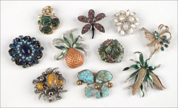 GROUP OF TEN BROOCHES.