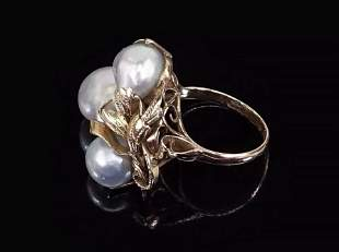 A Grey Baroque Pearl Ring.